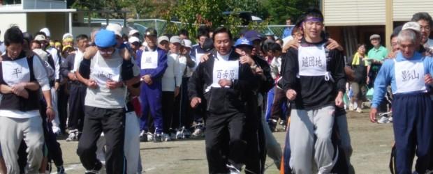 10月9日(日)芋井小中学校校庭で「第51回芋井区民運動会」が行われました。  恒例となった区対抗競技や保育園児のかわいいお遊戯などが行われ、晴天の青空の下、大勢の参加者の皆さんが、 思い思いに「スポーツの秋」を満喫し...