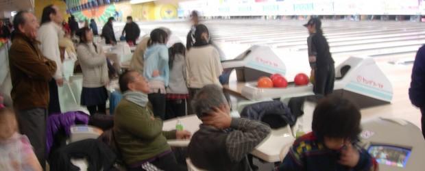 2月19日(日)、長野市のヤングファラオで、毎年恒例の「芋井地区ボーリング大会」が行われました。  会場には、約170人の住民の皆さんが集まり、往年の名プレイヤーから将来のプロボーラー(?)まで、それぞれの 皆さんが楽...