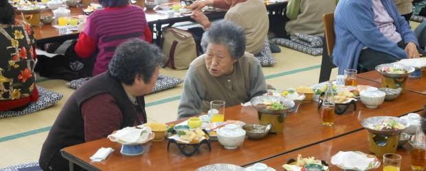 3月6日、国民宿舎「松代荘」で毎年恒例の『ひとり暮らしお年寄りの集い』を開催しました。 本年度も「健康づくり教室」を兼ねて開催し、「脳イキイキ活性化講座」として市介護保険課作業療法士の 冨岡先生による認知症予防のための講...