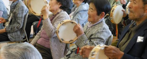 4月26日(金)芋井公民館で「第1回ぬくもり広場」が音楽教室と健康教室をテーマに開催されました。 音楽教室では懐かしい歌にあわせ、打楽器や手遊びなどを使って音楽を楽しみました。 天候こそ若干ぐずついてはいましたが、丁度今...