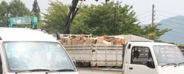 7月27日(土)、地区全域を対象とした資源回収が行われました。 各地区で集められた缶・ビン・紙類などを集積場所となった広瀬運動場に搬入されました。 昼12時からの暑いなかでの作業となりましたが、収集に御協力頂いた地区役員...
