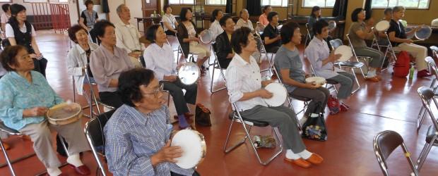 9月5日(木)、農村環境改善センターで、城山在宅介護支援センター主催の『介護者教室』が開催されました。 教室では、第1部として太田保健師の「脳の血管を守るために」と題した認知症予防の講義、第2部としてNPO法人音楽療法研...