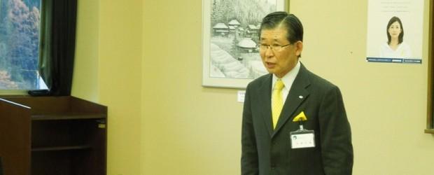 11月19日(火)、加藤 久雄市長が芋井地区を訪問されました。 芋井地区住民自治協議会役員らとの意見交換では、芋井小学校の児童数の減少に伴い、学校存続が危ぶまれている現状 などが説明されました。また、住民の多い飯綱高原地...