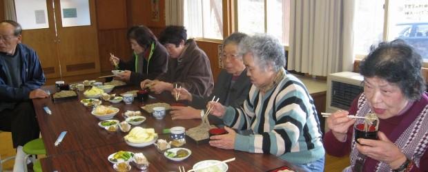 11月22日(金)、芋井産のそば粉を使用して打った新そばの試食会が開催されました。 今年は第一分校多目的ホールで行われました。 おそばを打って下さったのは今年も上ゲ屋の和田さんです。 とっても美味しく頂きました。ありがと...