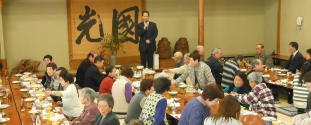 3月7日(金) 今年も松代荘にて「一人暮らし高齢者の集い」を行いました。 健康教室も同時に開催し、今回は「口からの病気を防ごう」と題し、歯科衛生士の吉野先生をお招きして クイズ形式のような講義が行われ、口腔衛生について楽...