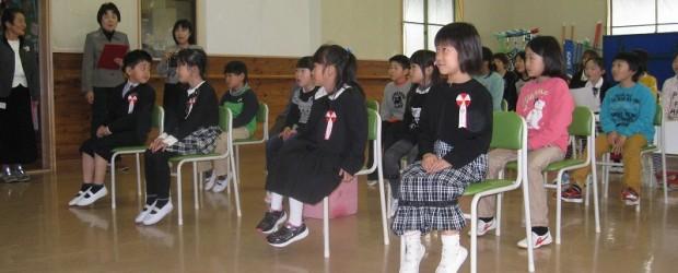 4月4日(金)、芋井小学校で入学式が行われました。 その後11:30より芋井児童センター 入館式 が行われました。 今年は4名の新しい仲間が増え、にぎやかになりました。 入館式では、名前を呼ばれると 「はいっ!!」 と全...