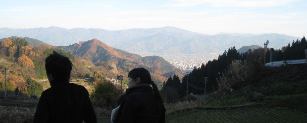 11月21日・22日に、中山間地の人口減少対策の一環として『移住体験バスツアー』を行いました。 芋井地区には現在栃木県にお住いの30代の1家族が参加し、芋井での暮らしなどを体験しました。 市と住自協で準備した田舎暮らし・...