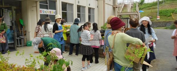5月28日(土)芋井農村環境改善センター玄関前にて《花づくり交流会》が開催されました。 当日はお天気もちょうどよく、開始前から何人も待っていて下さるほどの大盛況!! その後も続々と来場者があり、昨年以上にたくさんの方々に...