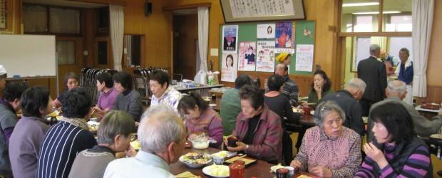 11月29日(火)、芋井小学校第一分校にて「新そば交流会」を開催しました。 当日の朝は雪がちらつき寒い日でしたが、新そばを楽しみにしている地域のおじいちゃん、おばあちゃん達は 開始時間前から続々と来場。 会場はすぐに満席...