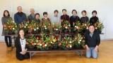 12月2日(土)、芋井公民館でフラワーアレンジメント講座が開催されました。 つばきやポンポン菊などの7種類の花材を使って、お正月用の花を活けました。 同じ花材を使っていますが、人によって違うお花(フラワーアレンジメント)...