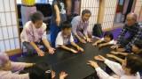 7月4日(水)、平地区内の法学寺で『世代間交流』を開催しました。 芋井保育園の園児たちは自己紹介と歌を大きな声で発表、芋井小の小学生たちは自己紹介とダンス、組体操、ゲーム「おせんべ焼けたかな?」「背中で伝言...