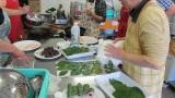 6月13日(水)、芋井公民館で「桜餅・かしわ餅作り講座」が開催されました。 芋井の葉を使い、桜餅とかしわ餅を作りました。 芋井小の1年生も参加し、かわいい手で桜餅をクルクル巻き、自分たちで作った桜 餅を試食しました。