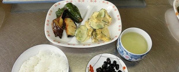 8月28日(火)開催の『夏の漬物講座』を開催しました。 コショウとみょうがの醬油漬、きゅうりのパリパリ漬、トマトのシロップ漬、茄子のからし漬を作りました。 材料の野菜はすべて芋井産です。  参加...