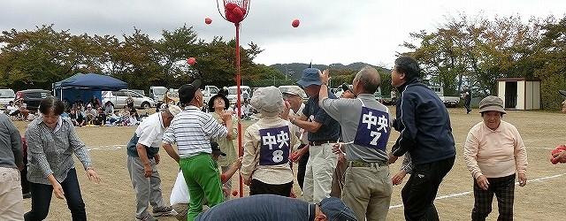 10月7日(日)、台風25号の心配もされましたが、当日は好天に恵まれ芋井地区区民運動会が開催されました。 422名が参加した集合競争から始まり、子供たちが活躍する『宝ひろい』や『頑張れアンパンマン』、 新種...