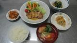 12月13日(木)芋井公民館で、料理人 遠藤紀夫さんを招いてお料理講座をしました。 ふろふき大根・鶏の照り焼き・変り雑煮を作り、人参・大根の飾り切りを体験しました。 料理は、ひと手間かけることで優しさと柔らかさが出るとい...