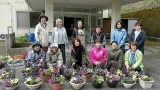 4月27日(土)、芋井公民館で「春のガーデニング講座」を開催しました。 GREEN店長の児玉さんが講師となり、金魚草、バーベナ、なでしこ、エリシマム、ブラキカム、ペチュニアの花で花の寄 せ植えをしました。 参加者の皆さん...