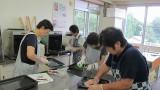 8月19日(月)、芋井公民館で『おそうじ講座』を開催しました。  講師の先生から、洗剤の種類や、スポンジ選び、おそうじに使う道具のなどの説明をしてもらいました。 実践では、冷蔵庫と電子レンジのおそうじをしまし...