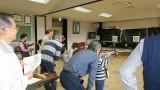 10月15日(火)子ども体験教室(in城山)を開催しました。 今回は、芋井地区の子供達が城山公民館に行き、交流をしました。 忍者体験・吹き矢体験・ステンドグラス制作をしました。
