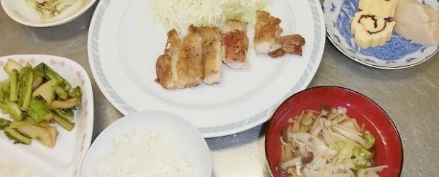 12月110日(火)に、 「簡単!お正月料理講座」 を開催しました。 ごま豆腐、だて巻き、鶏もも肉の塩コショウ焼き、すまし汁を作りました。