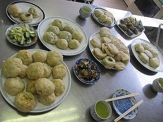 2月4日(火)おやき講座を開催しました。 白菜・野沢菜・じゃがいもあん・玉ねぎの4種類のおやきを作りました。