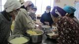 2月28日(金)味噌作り講座を開催しました。 芋井産の大豆(なかせんなり)で味噌作りをしました。 作った味噌は、半年後に食べられる予定です。
