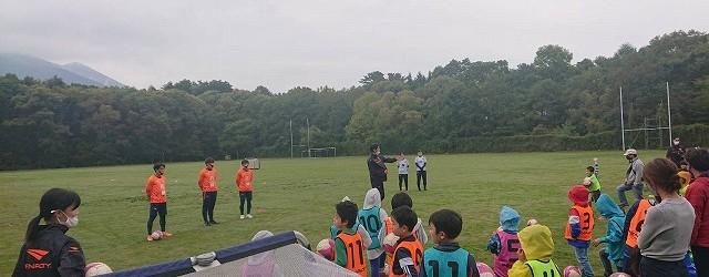 10月4日(日)リニューアルオープンする飯綱南グラウンドで、AC長野パルセイロと芋井地区在住の親子を対象にスポーツ交流会を開催しました。 園児から小学生の子供と親子あわせて40名ほどが参加し、スポーツを楽しみました。 &...