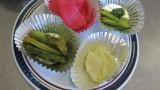 11月17日(火) 初冬の漬物講座を開催しました。  紅芯大根の甘酢漬けの講習と、野沢菜漬けの体験をしました。 大根、野沢菜はすべて芋井産です。